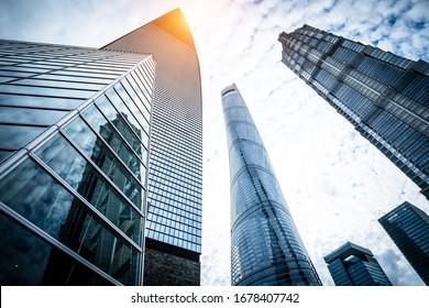 Niederwinkelaufnahme moderner Architektur