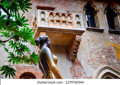 Low angle shot of statue of Juliet, with balcony in the background