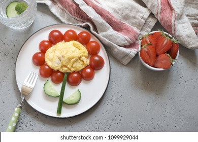 Low carb breakfast for kids - flower omelette with vegetables