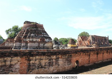 The low wall ,archaeological site,Wat Khudeedao ,ancient architecture  , Buddhist sculpture ,Thai temple architecture ,Ayutthaya Historical Park,Thailand , world heritage.