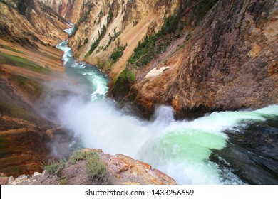 Lower falls (Canyon Village, Yellowstone Park, Wyoming, West USA)