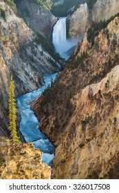 Lower Falls on the Grand Canyon of the Yellowstone, Yellowstone National Park, USA