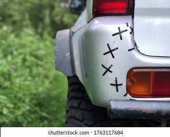 Low-quality repair of the bumper of a 4wd four-wheel drive car. Connection of parts and components, the stitching. seam, with your own hands. funny artisanal, the owner just sewed a piece of plastic