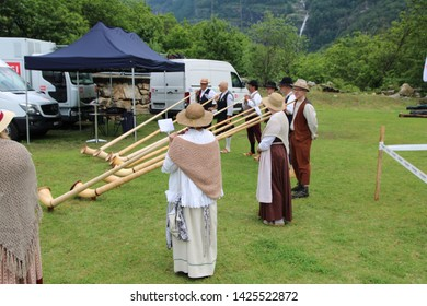 """Ludiano - Switzerland / June 15, 2019. Swiss Folk Music Festival with a group of alphorns: """"Corti da Curzönas"""" from the canton Ticino (Tessin). Here they prepare to play."""