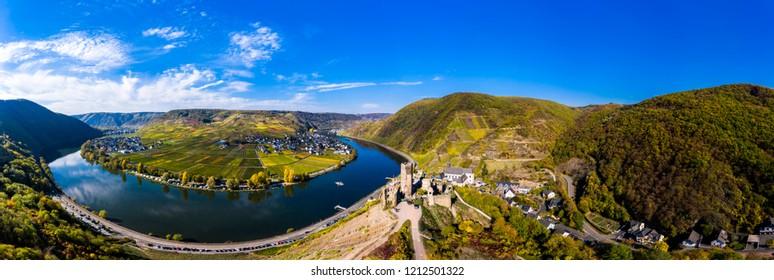 Luftaufnahme, Deutschland, Rheinland-Pfalz, Landkreis Cochem - Zell,  Mosel,  Poltersdorf mit Weinbergen und der Burg Metternich