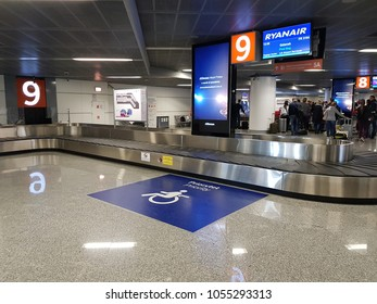 Luggage belt Warsaw Airport for wheelchair users