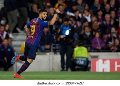 Luis Suarez of Barcelona reacts during the UEFA Champions League Round of 16 Second Leg match between FC Barcelona and Olympique Lyonnais at Nou Camp on March 13, 2019 in Barcelona, Spain.