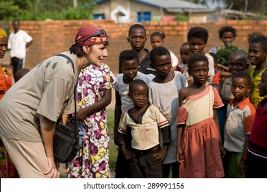 LUKONGA, DEMOCRATIC REPUBLIC OF CONGO - CIRCA, SEPTEMBER 2008.  UNICEF mission against tetanus. Volunteer play with Congolese children