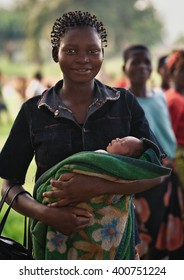 LUKONGA, DEMOCRATIC REPUBLIC OF CONGO - CIRCA, SEPTEMBER 2008.  UNICEF mission against tetanus. Congolese woman with her child.