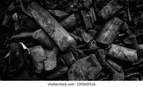 Lump charcoal is a traditional charcoal made directly from hardwood material.