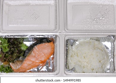 Lunch box delivered to home Is garbage in the sea