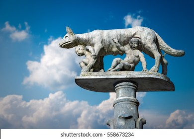 Lupa Senese (she-wolf of Siena) with Senio and Ascanio, sons of Remo, founders of the city. Marble statue, symbol of the city of Siena