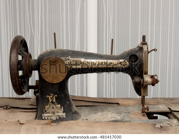 LUTTELGEEST, HOLLAND - SEPT 10, 2016: Vintage Singer sewing machine. Isaac Singer built the first sewing machine with verticle needle movement powered by a foot treadle. On Sept. 10 in Luttelgeest.