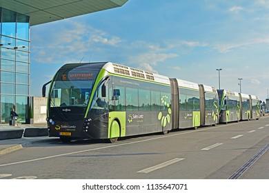 Imágenes, fotos de stock y vectores sobre Van Hool Bus