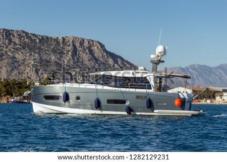 luxurious-powerboat-cruising-through-bea
