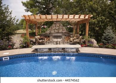 Terrasse de luxe avec piscine