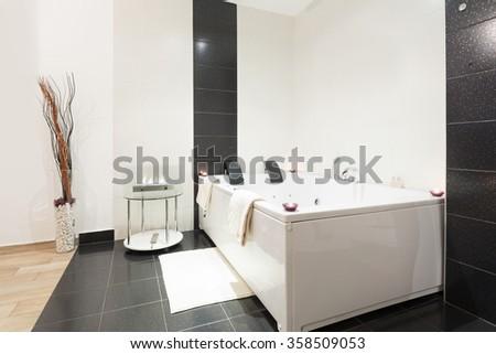Luxury Bathroom Jacuzzi Bath Stockfoto Jetzt Bearbeiten 358509053