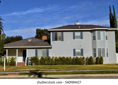 Luxury custom made houses and mansions with a nicely landscaped front yard in the rich suburb of Pasadena, California.