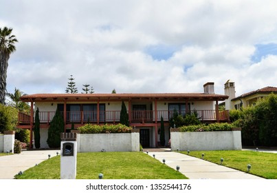 Luxury and elegant modern houses in an upmarket residential area of Palos Verdes, CA.