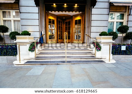 Luxury Five Star Hotel Entrance Door, Most Expensive Hotel In London Uk