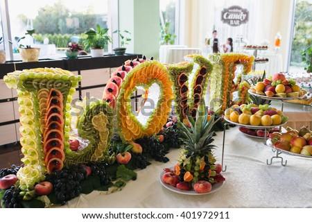 Merveilleux Luxury Fruit Decoration On Wedding Dessert Table In Restaurant
