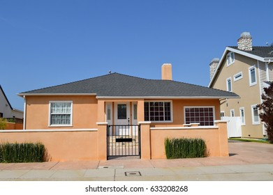 Luxury Houses and estates  in an upscale neighborhood of Los Angeles, CA.