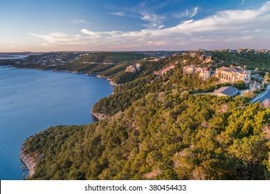 Luxury houses on the coast of Lake Travis in Austin, Texas