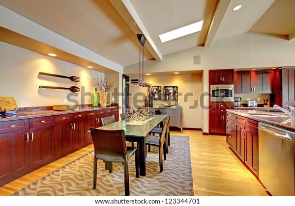 Suchen Sie Nach Luxury Modern Dining Room Mahogany Kitchen Stockbildern In Hd Und Millionen Weiteren Lizenzfreien Stockfotos Illustrationen Und Vektorgrafiken In Der Shutterstock Kollektion Jeden Tag Werden Tausende Neue Hochwertige Bilder