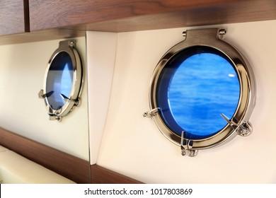 luxury motor boat oblò
