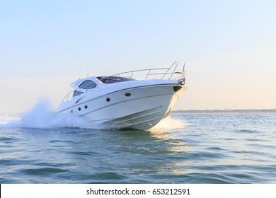 luxury motor boat, innovazionieprogetti  italian shipyard