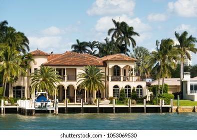 Luxury waterfront homes on Intracoastal Waterway in Ft Lauderdale