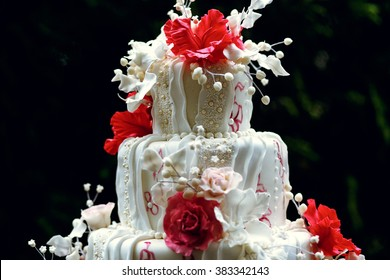Luxury wedding cake on the table in the restaurant
