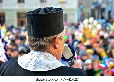 """Lviv, Ukraine - January 8, 2016: Ukrainians celebrate Christmas with traditional Kolyada festival """"The flash of Christmas star"""". The priest preaches to the local community and tourists."""