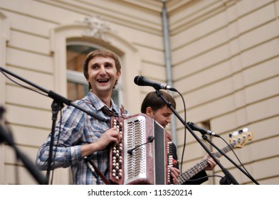 LVIV, UKRAINE - SEPTEMBER 14: Famous Ukrainian music band Los Colorados sing at the 19th Lviv International Book Forum on September 14, 2011 in Lviv, Ukraine.