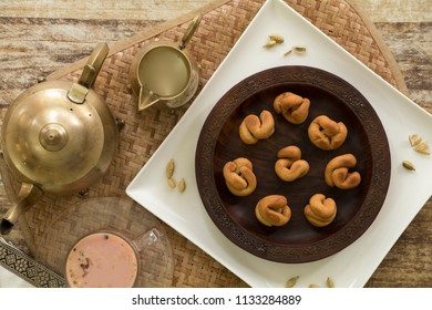 Lyde is a Kashmiri dessert which mainly made from wheat flour and it is served with sheer chai.