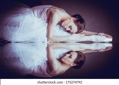Lying ballerina, reflection on the mirror