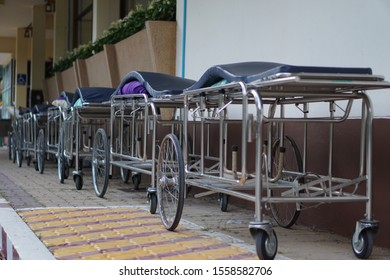 Lying wheelchair for patients in the hospital
