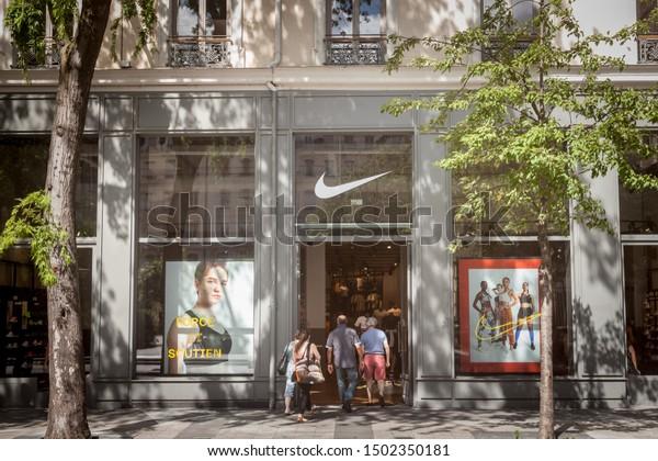anfitrión Ahuyentar Chirrido  Lyon France July 13 2019 Nike | Business/Finance Stock Image 1502350181