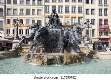 LYON, FRANE, SEPTEMBER 9, 2018: the newly renovated fountain (Fontaine Bartholdi) on a square (Place des Terreaux) in the city center of Lyon.