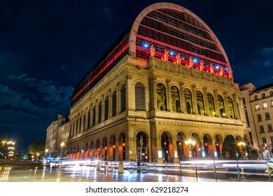 Lyon Opera building into the night with lightpainting