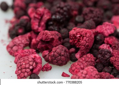 Lyophilized / freeze-dried raspberries and forest fruits.