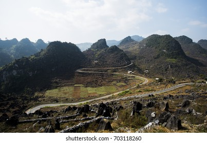 M mountain pass with sharp and impressive turns, Dong Van, Ha Giang