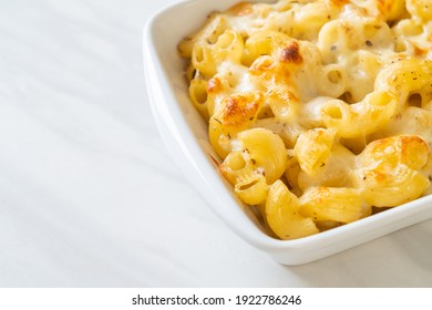 Mac und Käse, Makkaroni-Nudeln auf Käsesoße - amerikanischer Stil