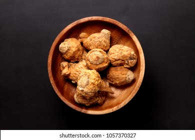 maca on the wooden plate