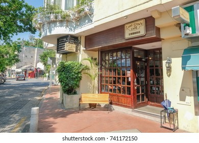 MACAO, CHINA - OCT 20 : The Lord Stow's bakery is the famous bakery store in Coloane , Macao since 1989 especially egg tart on October 20 2017.