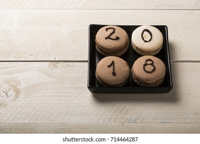 macaron with 2018 subtitle on wooden background