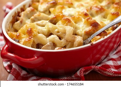 Macaroni with cheese, chicken and mushrooms