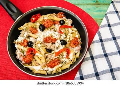 macaroni-chorizo-black-olives-frying-260
