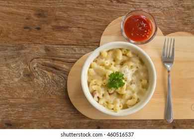 Macaroni Gratin on wood table