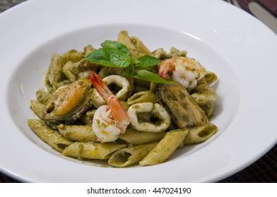 Macaroni seafood